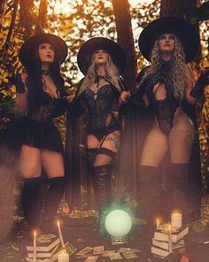 Witch Photos, Halloween Photos, Halloween Fashion, Boudoir Photography Poses, Dark Photography, Makeup Photography, Chica Dark, Halloween Photography, Beautiful Witch