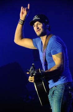Jason Aldean Photo - Jason Aldean With Luke Bryan In Concert