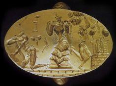 Sigillo - XIV-XIII sec. a.C. - bassorilievo su oro massiccio - dal sito archeologico di Phourni, Archanes, Creta - Museo Archeologico di Iraklion. Su questo anello è rappresentata la figura femminile tipica dell'arte cretese, con i capelli lunghi e l'abito con la gonna a balze.    #MR