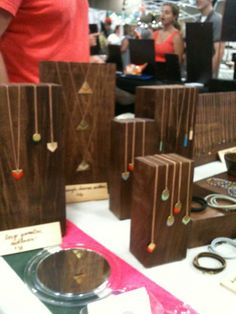 Nice display for necklaces! Great contrast to make color pop.