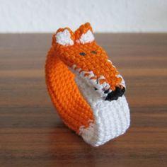 Fox Bracelet Amigurumi Style - Free Crochet Pattern (Scroll Down) here: http://stephiskoestlichkeiten.blogspot.de/2014/11/fuchs-armband.html