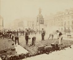 Men Laying Bricks in the area of the Crimean War Memorial in St James's, London, Photo: Henry Bedford-Lemere Vintage London, Old London, Black Sea, Black And White, Crimean War, Getty Museum, Strange Photos, Kingdom Of Great Britain, French Empire