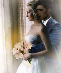 Klaus and Caroline on their wedding day The Vampires Diaries, Klaus From Vampire Diaries, Vampire Diaries Poster, Vampire Diaries Wallpaper, Vampire Diaries The Originals, Klaus And Caroline, Caroline Forbes, Gossip Girl, The Cw