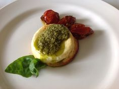 Flan di Parmigiano, Pomodorini Confit e Pesto di Basilico