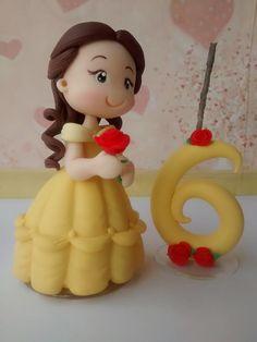 Topo de Bolo  Princesa Bela com velinha em biscuit  Princesa com aprox. 12 cm e vela com 8 cm de altura.  A vela possui pavio mágico