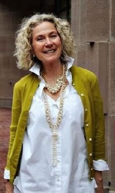 Have the cardigan in a teal colour, white shirt and matching jewelery. Good to go on this look.
