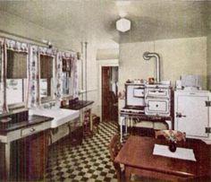 Kitchen Space Design Recommendations and Distances 1930s Kitchen, Old Kitchen, Vintage Kitchen, Kitchen Reno, Kitchen Ideas, Kitchen Tables, Vintage Farmhouse, Kitchen Utensils, Farmhouse Decor