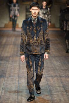 Mode hommes italienne : Dolce & Gabbana, FW 2014, costume, motifs gothiques, médiéval, 2010s
