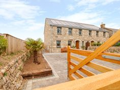 Rating 6 Star PET FRIENDLY. Click picture to view next 5 months price and availability. This detached cottage rests in St. Just, Cornwall and can sleep six people in three bedrooms.
