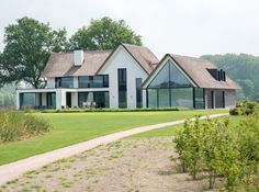 Neubau in Raalte Bungalow Renovation, Barn Renovation, Home Building Design, Building A House, Residential Architecture, Architecture Design, Different House Styles, Mansions Homes, Exterior Remodel