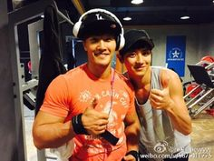 "It appears that EXO's Chanyeol and Kim Jong Kook go to the same gym! On October 14, Chanyeol shared a photo of him and the ""Running Man"" star with his Weibo followers. Looking all sporty in their casual workout clothes, the stars flash bright smiles for the camera and give thumbs u..."