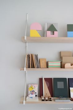 Present & Correct London by Petite Passport, using Ikea ekby gallo wall side unit Grey Furniture, Studio Furniture, Bedroom Design On A Budget, String Regal, Ikea Ekby, String Shelf, Ideas Habitaciones, Shelf Arrangement, Desks