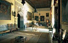 El Palacio de las Dueñas contiene 1.425 piezas, entre obras de arte, muebles y demás objetos antiguos.
