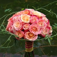 Stylish pure Roses Bouquet | bloemwerkopmaat.nl