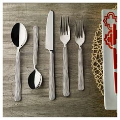 Give nature a place at the table with Birch, whose delicate handle details evoke the graceful lines of branches. Give nature a place at the table with Birch, whose delicate handle details evoke the graceful lines of branches.