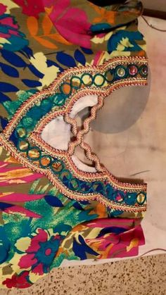 Salwar Neck Patterns, Top Les, Dress Robes, Captain Hat, Arms, Princess Zelda, Embroidery, Dressing, Sewing