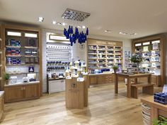 New look London flagship for Neal's Yard Remedies - Retail Design World Salon Reception Area, Neals Yard Remedies, Retail Concepts, Retail Interior, Shops, Merchandising Displays, Shop Plans, Lighting Store, Booth Design
