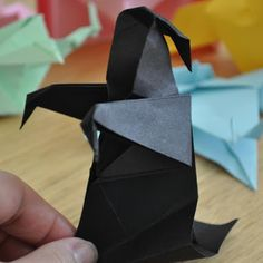 It's the time of the year for posting spooky papercraft! Here is some Harry Potter origami: a dementor. In the world of Harry Potter, deme. Harry Potter Classes, Harry Potter Activities, Harry Potter Classroom, Objet Harry Potter, Deco Harry Potter, Harry Potter World, Hogwarts, Harry Potter Christmas, Harry Potter Birthday