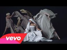 Beyoncé como una virgen en su último videoclip   magazinespain.com