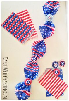 How to make a patriotic garland from paper goodie bags Diy Home Crafts, Diy Craft Projects, Holiday Crafts, Fun Crafts, Crafts For Kids, Paper Crafts, Amazing Crafts, Decor Crafts, Craft Ideas