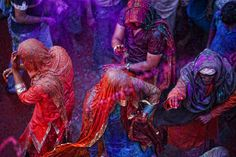Northern Indian spring festival, in which participants paint themselves in bright colors.