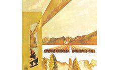 """Platz 24: Stevie Wonder - """"Innervisions"""" Seine ambitionierten musikalischen Experimente und tief empfundenen Einblicke in die menschliche Natur machten """"Innervisions"""" zu einer komplexen, aber nie selbst- verliebten Suche nach dem eigenen Ich. Gesellschaftlicher Realismus und individueller Idealismus sind die Fundamente, die Wonder mit unwiderstehlichem Funk und expressiven Klangfarben zum Leben erweckt. """"Too High"""" ist eine Warnung vor den Folgen des Drogen-Konsums, """"Higher Ground""""…"""
