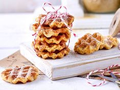 Waffelcookies Our popular recipe for waffle cookies and over more free recipes on LECKER. Delicious Cookie Recipes, Healthy Dessert Recipes, Easy Desserts, Cake Recipes, Yummy Food, Coconut Sweet Recipes, Biscuits, No Bake Cookies, Deserts