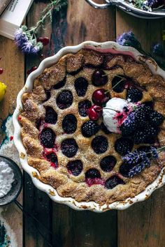 Super delicious Blackberry Pie from scratch with just 10 ingredients and 15 minutes of active preparation time. Filling made from fresh blackberries. Blackberry Pie Recipes, Blackberry Cake, Bakery Recipes, Dessert Recipes, Desserts, Fruit Recipes, Dessert Ideas, Homemade Pie, Recipe From Scratch