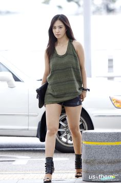 SNSD-Yuri-airport-fashion-August-23-2-1.jpg (800×1208)