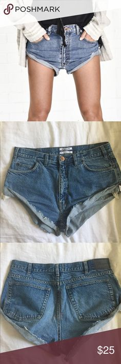 One Teaspoon Vintage Bandit Jean Shorts Pocket lining has been cut off I didn't like the way it looked hanging out(see last pic). Only worn once for a shoot. No Trades One Teaspoon Shorts Jean Shorts