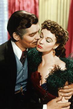 """""""Gone With The Wind"""" - Scarlett O'Hara (Vivien Leigh) and Rhett Butler (Clark Gable).this photo captures the essence of their characters. Vivien Leigh, Iconic Movies, Old Movies, Great Movies, Beau Film, Carole Lombard, Clark Gable, Divas, Vintage Hollywood"""