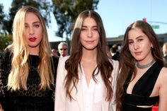 Haim was all about the loose, long hair at the 2015 Grammy Awards.