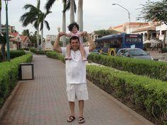 Caminando en Aruba con Papi