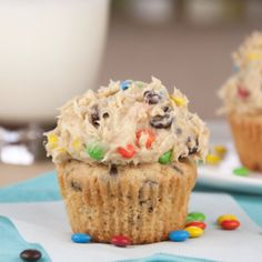 Monster Cookie Dough Cupcakes by Wishes and Dishes. Idea: Bake chocolate cupcakes and just use monster cookie dough as frosting. Monster Cookie Dough, Cookie Dough Cupcakes, Cookie Dough Frosting, Yummy Cupcakes, Butter Cupcakes, Rolo Cupcakes, Pudding Cupcakes, Lime Cupcakes, Mocha Cupcakes