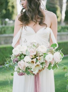 Lush garden bouquet: Photography : McCune Photography Read More on SMP: www.stylemepretty...