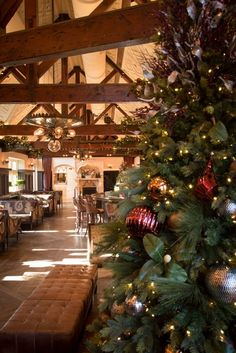 24 New York City Restaurants Open on Christmas Day New York City Christmas, Open On Christmas, Green Christmas, Whats Open, Tavern On The Green, Christmas Getaways, York Restaurants, Christmas Decorations, Holiday Decor
