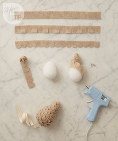 Handmade Home Decor Felt Christmas, Christmas Ornaments, Crafts For Kids, Diy Crafts, Kids Diy, Fabric Crafts, 242, Felt Ornaments, Pinecone Ornaments