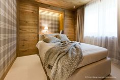 Mountain Bedroom by Arte Rovere Antico    Photo by Duilio Beltramone for Sgsm.it   