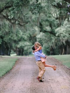 engagement pictures engagement photography Charleston engagement photographers | Pasha Belman Photography | romantic pose | engagement photo ideas