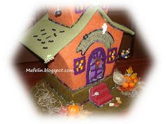 This is a haunted house, made of cardboard and lined with felt and is ready for scare everyone on halloween. but of tenderness! Get Ready, Halloween, Gingerbread, Felt, Teddy Bear, House, Fabric, Room, Blue Prints