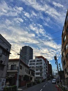#blue #sky in #Tokyo #Japan #white #clouds #東京 坂の上の 白い #雲  と キレイな #空 #そら イマソラ
