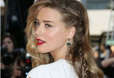 Amber Heard& Style Has Changed Since Dating Johnny Depp Amber Heard's very cool, very un-Cannes look got us thinking about her recent style transformation. Wedding Hairstyles With Veil, Pretty Hairstyles, Braided Hairstyles, Sport Hairstyles, Hair Dos, My Hair, Amber Heard Style, About Hair, Hair Inspiration