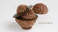 Bavette-Gastronomia - YouTube Chocolate Bomb, Chocolate Covered, Mini Desserts, Food Presentation, Deli, Mousse, Muffin, Sweets, Cookies