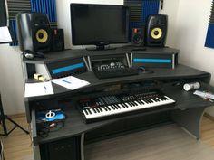 Home Studio Setup, Music Studio Room, Studio Desk, Home Recording Studio Equipment, Recording Studio Design, Home Music Rooms, Gamer Setup, Music Studios, Dj Equipment