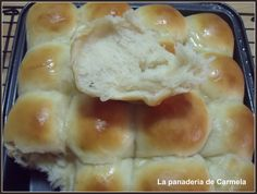 LA PANADERÍA DE CARMELA: BOLLITOS DE YOGURT Y MIEL ( HILMAR ) My Recipes, Bread Recipes, Dessert Recipes, Desserts, Arabian Food, Fondant Cakes, Hot Dog Buns, Granola, Yogurt