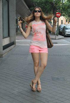 Neon tiger  , Suiteblanco in Shorts, Zara in T Shirts, Uterqüe in Heels / Wedges, Zara in Bags