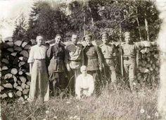Grand Duchesses Tatiana and Anastasia Nikolaevna Romanova of Russia with soldiers while in captivity at Tobolsk in 1917.A♥W