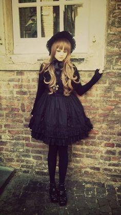 Estilo Lolita - Fotos da linha do tempo | via Facebook su We Heart It.