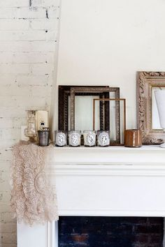 empty frames and a line of dyptique candles. Style At Home, Home Decor Inspiration, Design Inspiration, Casa Milano, Diptyque Candles, Perfumed Candles, Empty Frames, Inspired Homes, My New Room