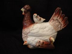 ANTIQUE STAFFORDSHIRE PEARLWARE HEN ON NEST WITH CHICKS